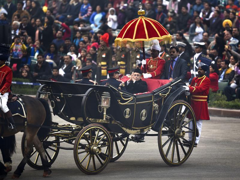 President Pranab Mukherjee arrives for Beating Retreat ceremony in New Delhi. (Ajay Aggarwal/HT Photo)