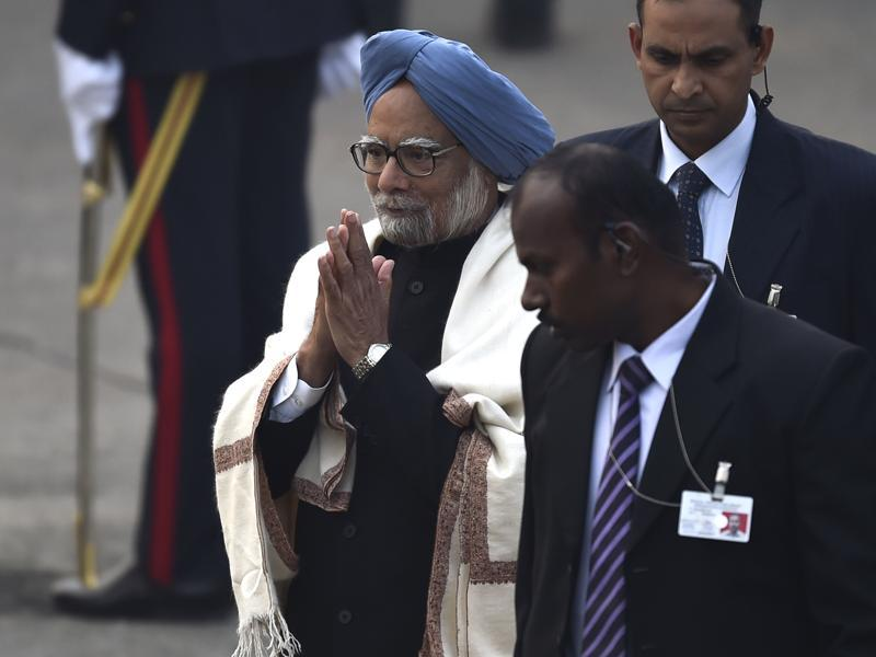 Manmohan Singh arrives for the Beating Retreat ceremony. (Ajay Aggarwal/HT Photo)