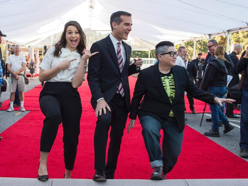 Actor Katie Lowes, Los Angeles Mayor Eric Garcetti and actor Lea DeLaria, nominee for SAG Awards Comedy Ensemble, pose during the 22nd Annual Screen Actors Guild Awards - Red Carpet Roll-Out and Behind-The-Scenes at the Shrine in Los Angeles. (AFP)