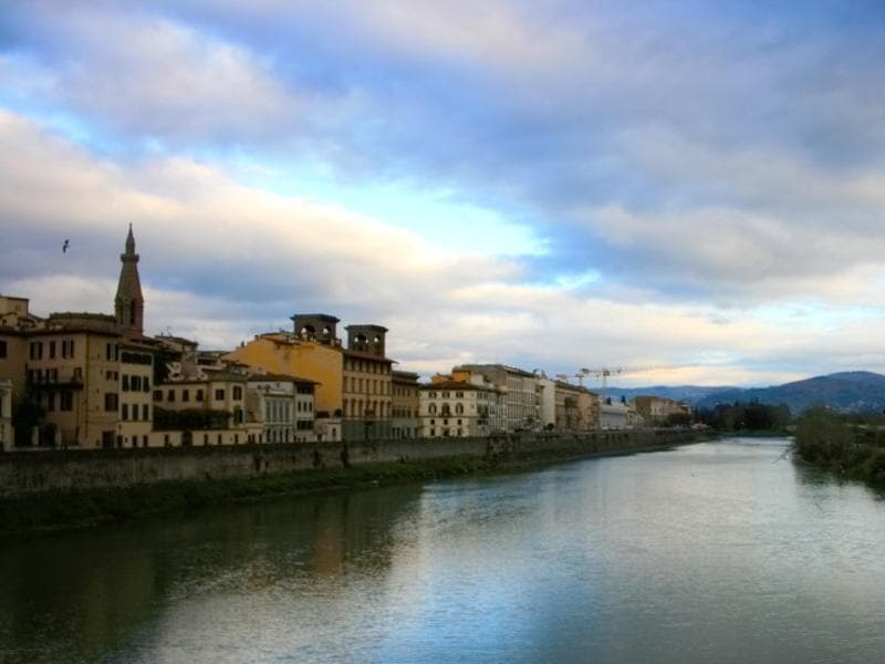 The Arno river passes through Florence, with both sides lined up with flee markets, galleries and residences.  (Picture courtesy: Mad Art Photography)