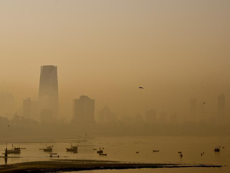 City buildings are seen in heavy smog at Bandra in Mumbai.  (Kunal Patil/HT Photo)