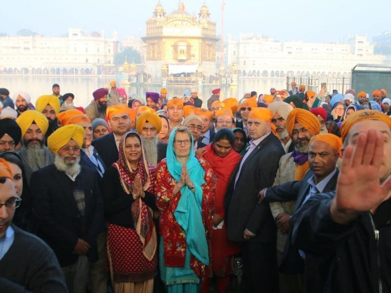Wynne had earlier told HT that she strongly felt about going to the Golden Temple because it is such an important place for the country and also for the people in Ontario. (Sameer Sehgal/HT Photo)