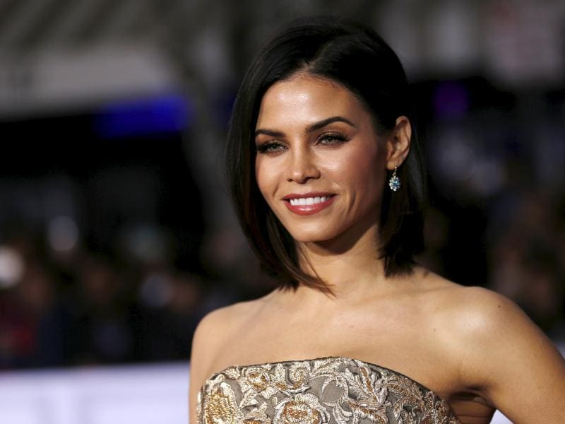 Jenna Dewan poses for the shutterbugs. (REUTERS)