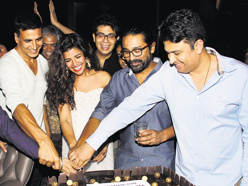 Akshay Kumar, Nimrat Kaur and the team of Airlift celebrated the box office success of their film. (Photo: Yogen Shah)