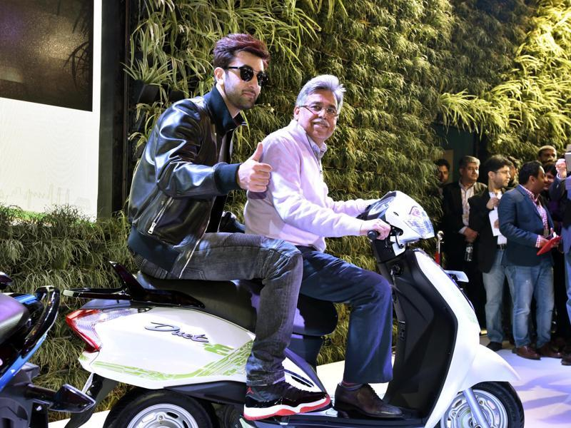 Ranbir Kapoor rides pillion with Pawan Munjal, chairman of Hero Motors at the launch of electric scooter concept Duet-E.  (Mohd Zakir/HT)