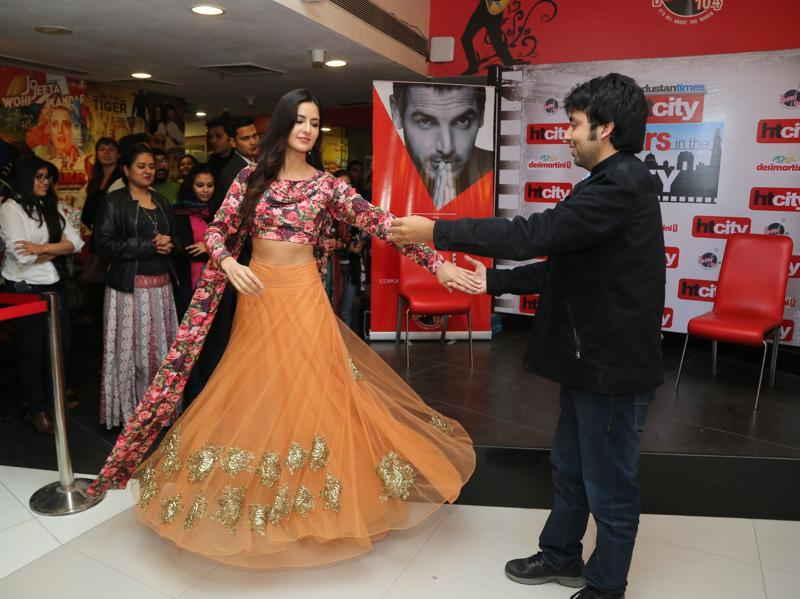 Katrina danced with her fan upon his request and we can say without a sliver of doubt that the guy's day was made. (HT PHOTO)