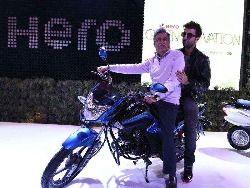 World's largest two-wheeler manufacturer Hero MotoCorp on Wednesday unveiled its first in-house developed motorcycle, Splendor iSmart 110, at the Auto Expo 2016. Actor Ranbir Kapoor was spotted at the launch. (Mohd Zakir/HT Photo)