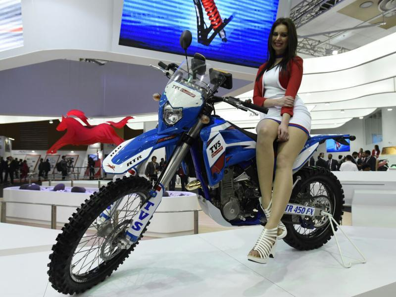 A model with the TVS Apache RTR 450 FX at the Auto Expo 2016 in Greater Noida on Wednesday.   (Mohd Zakir/HT Photo)