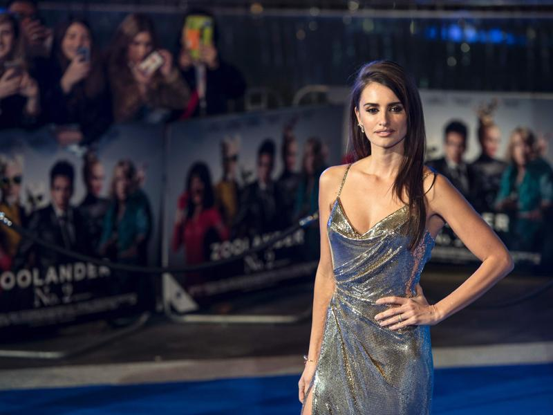 Spanish actor Penelope Cruz poses as she arrives to attend a screening of the film Zoolander 2 in London. (AFP)
