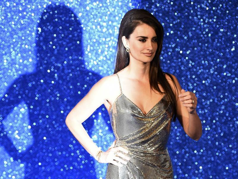 Penelope Cruz glitters for photographers at the London premiere of Zoolander No 2. (REUTERS)