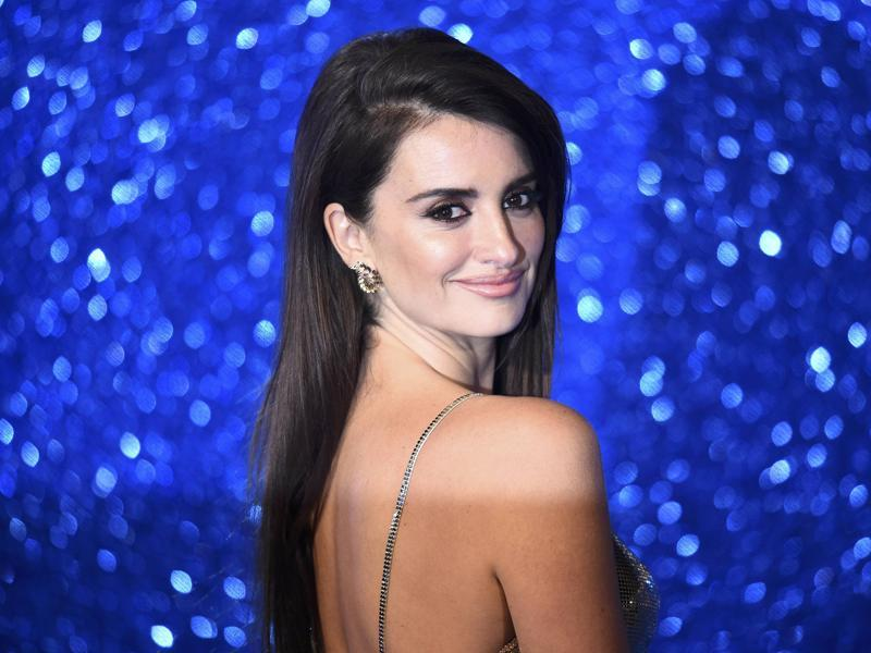 Penelope Cruz at her radiant best as she poses for photographers at the screening of Zoolander 2 at a cinema in central London. (REUTERS)