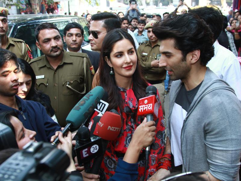 Katrina and Aditya interact with the media at Janpath market where they went street shopping on Saturday. (PHOTO: WASEEM GASHROO/HINDUSTAN TIMES)