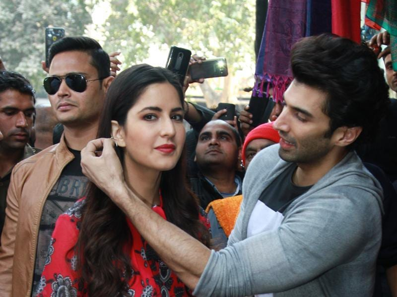 Katrina Kaif tries on some earrings art Janpath market as Aditya helps her. (PHOTO: WASEEM GASHROO/HINDUSTAN TIMES)
