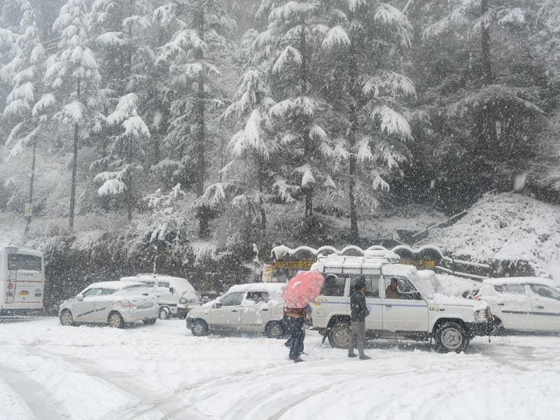Vehicles are seen stuck on the snow covered road during heavy snowfall near IGMC, Shimla on Sunday. (Deepak Sansta / Hindustan Times)