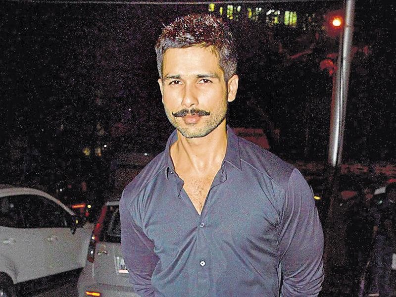 Shahid Kapoor flaunts his moustache-look in Mumbai. He is currently working on Vishal Bhardwaj's Rangoon. (HT Photo)