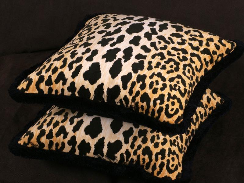 Something leopard. Considering that fashionistas regularly attest to leopard being a neutral in their wardrobes, the pattern is unsurprisingly a mainstay in many fashion lovers homes, whether on pillows or even as a statement couch. (PINTEREST)