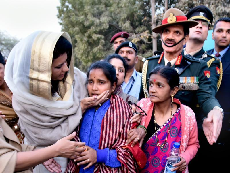 Namita Suhag, wife of Army chief General Dalbir Singh, consoles the widow Lance Naik Hanamanthappa Koppad at the soldier's wreath-laying ceremony Delhi on February 11. General Dalbir Singh is seen standing behind Koppad's widow Mahadevi. Koppad, who survived for six days under tonnes of snow at Siachen, lost the battle for life at an army hospital in Delhi. (Arun Sharma/ HT Photo)
