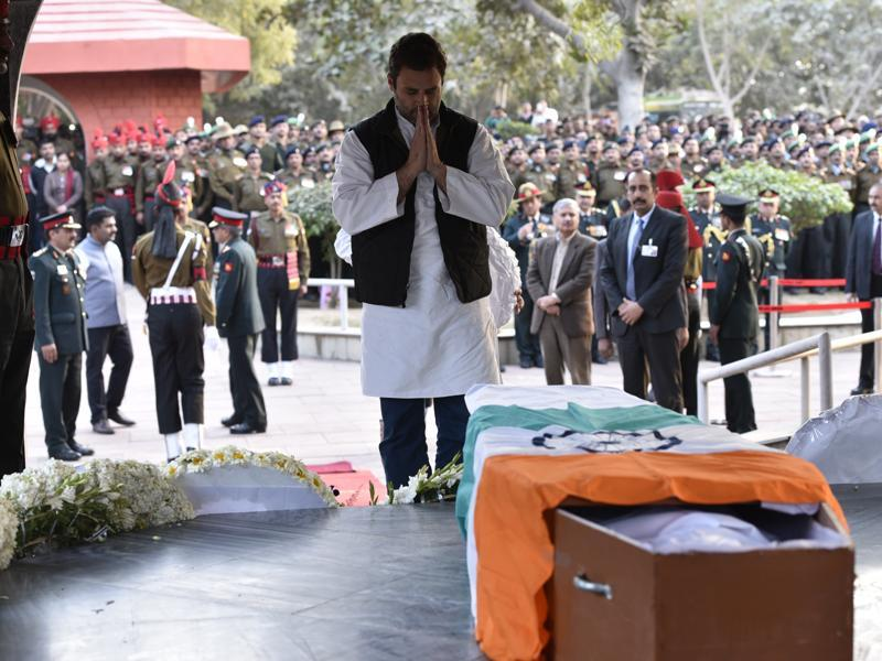 Congress leader Rahul Gandhi attends the wreath-laying ceremony. He was among the several politicians who  paid their respects to the soldier. (Arun Sharma/HT Photo )
