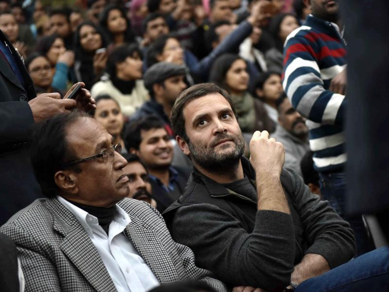 Congress vice president Rahul Gandhi joins the ongoing protest demanding release of student union president Kanhaiya Kumar, at JNU. (Vipin Kumar/HT Photo)