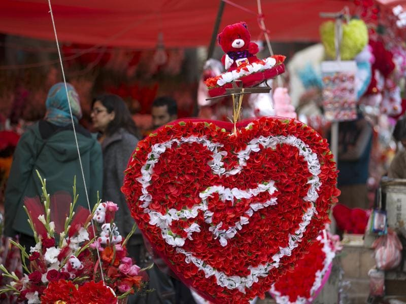 People buy flowers to celebrate the upcoming Valentine's Day in Islamabad, Pakistan on Friday, February 12, 2016. Celebrating Valentine's Day is considered un-Islamic in Pakistan, but many still buy flowers and exchange gifts. (AP)