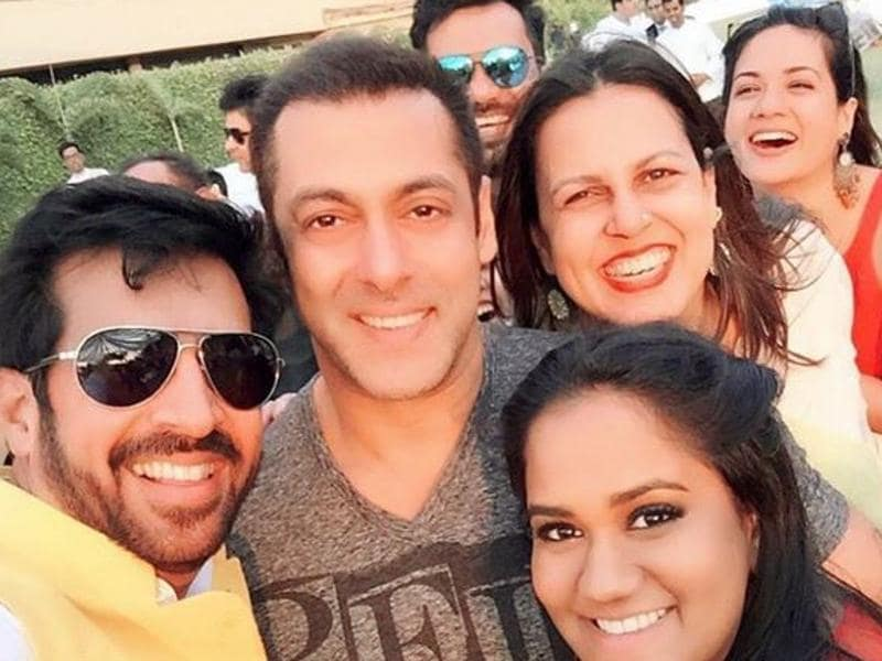 Salman Khan poses with family and friends at Arpita's baby shower celebrations. Arpita thanked director Kabir Khan for attending the ceremony on Sunday, February 14. (Instagram)
