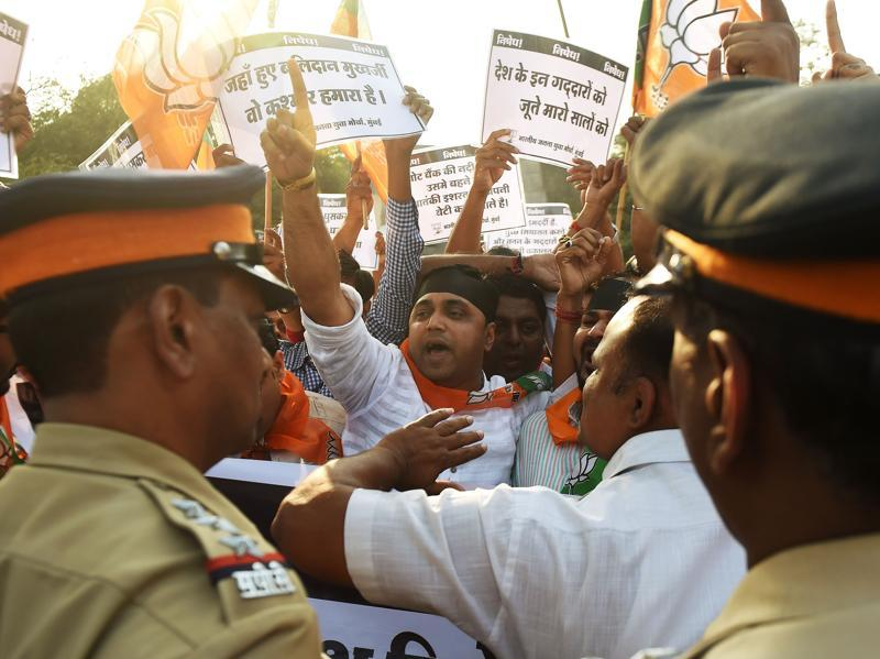 BJP activists in Mumbai staged a protest against JNUSU president Kanhaiya Kumar arrested on February 12 for alleged seditious behaviour at the Afzal Guru event in the JNU campus. (AFP)