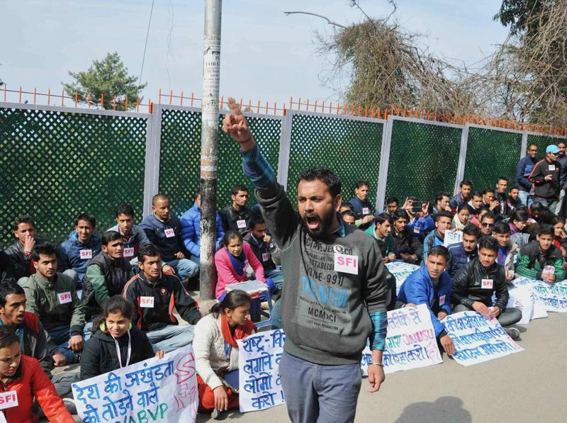 Students of Himachal Pradesh University in Shimla hold posters and shout slogans against the arrests made from the JNU campus after the alleged anti-India event held on February 9. (AFP)
