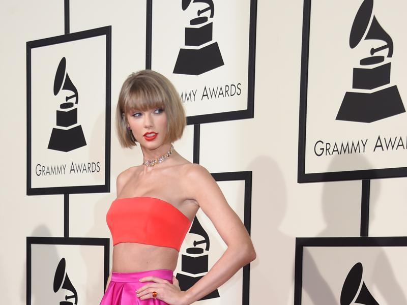 Singer Taylor Swift arrives on the red carpet during the 58th Annual Grammy Music Awards in Los Angeles February 15.  (AFP)