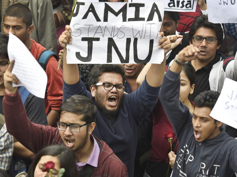Jamia Milia Islamia University students protest in solidarity with JNU. (Sanjeev Verma/HT Photo )