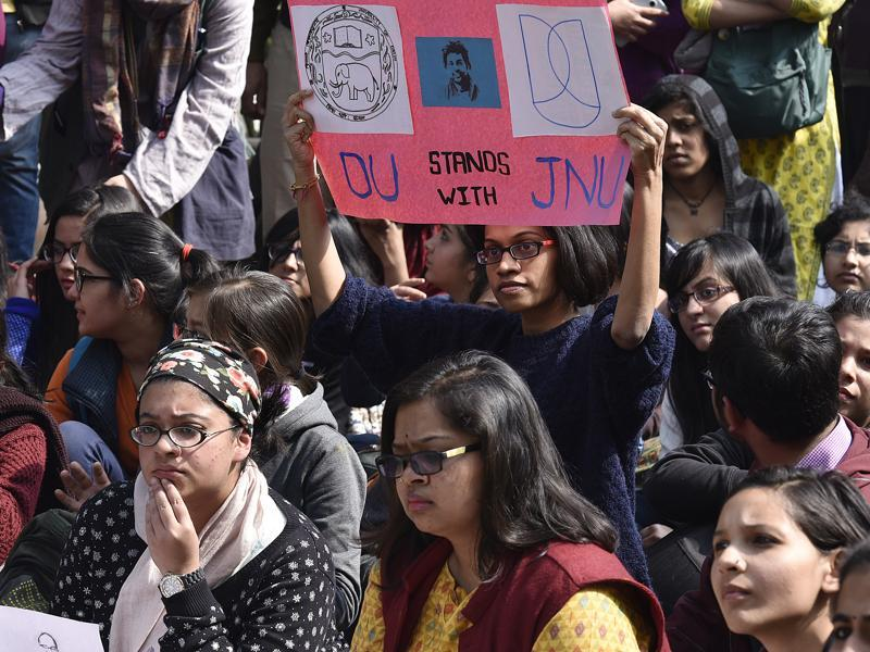 Delhi University students join hands with JNU in protesting against Kanhaiya Kumar's arrest. (Raj K Raj/HT Photo )