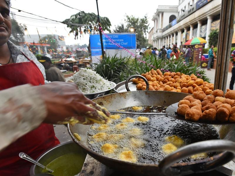 There's nothing (absolutely nothing) like some good old-fashioned Delhi-style street food. So, let's get started: It's time to feed your eyes, you guys!  (Raj K Raj / HT Photo)