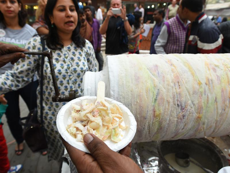And there are so many people. Hope you're including some street style bhalla-papdi in your weekend plans?  (Raj K Raj / HT Photo)