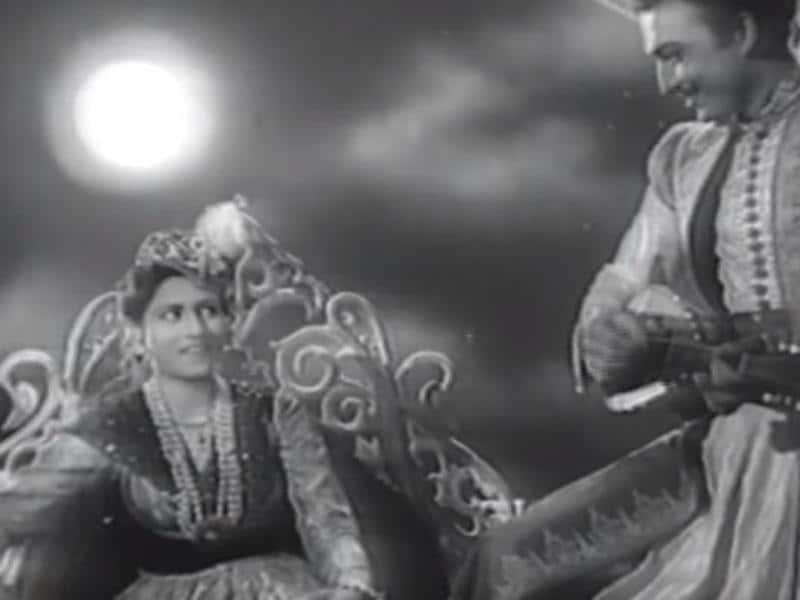 Madhubala was also seen in AR Kardar's Dulaari (1949). (Youtube grab)