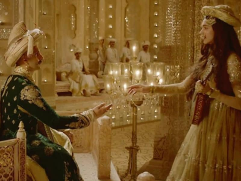 Ranveer Singh and Deepika Padukone played lead roles in Bajirao Mastani (2015) that was a huge success at the box office. (Youtube grab)