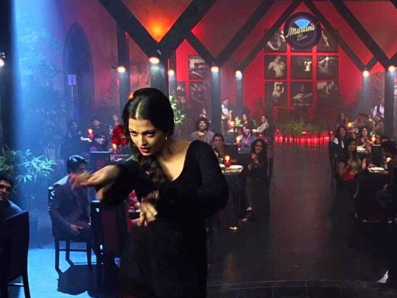Hrithik Roshan and Aishwarya Rai Bachchan worked in Bhansali's Guzaarish (2010). From a palatial house to grand restaurants, all the sets were Bhansali-level grand in the film. (Youtube grab)