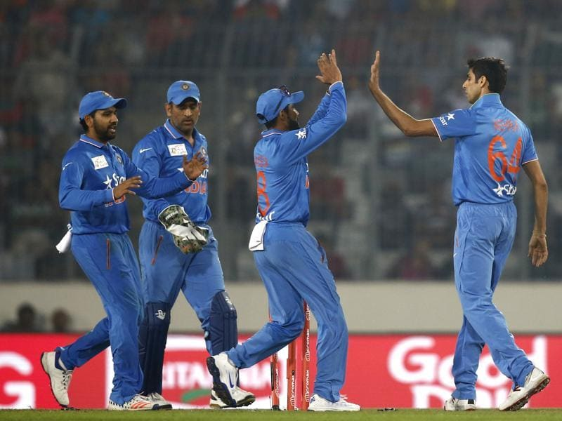 Nehra, right, celebrates with teammates after the dismissal of Mithun. (AP Photo)