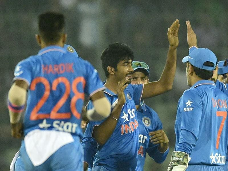 India's Jasprit Bumrah (C) celebrates with teammates after the dismissal of Bangladesh batsman Soumya Sarkar during the Asia Cup Twenty20 match between India and Bangladesh at The Sher-e-Bangla National Cricket Stadium in Dhaka on February 24, 2016. (AFP Photo)