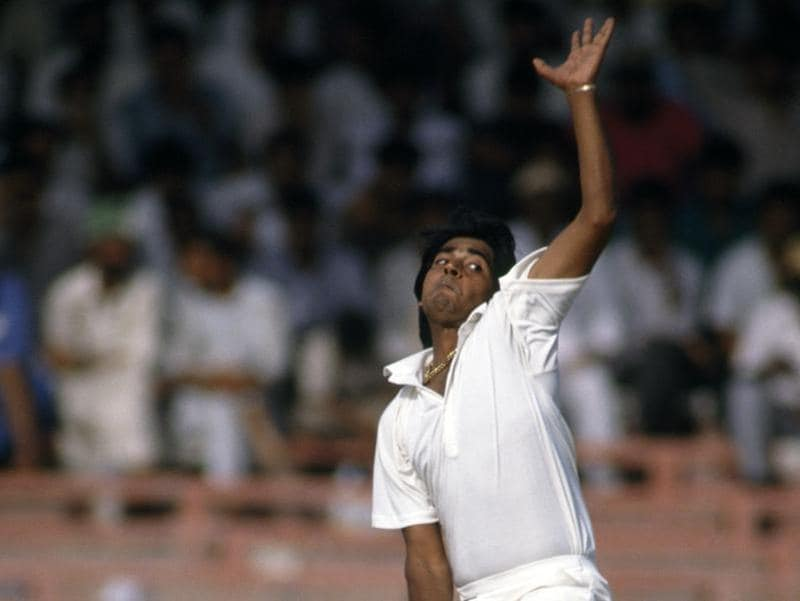 Aqib Javed bowling for Pakistan in Sharjah, 1991. (getty images)