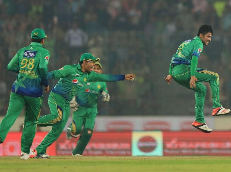 Pakistan's Mohammad Amir celebrates with teammates the dismissal of Suresh Raina. (AFP Photo)