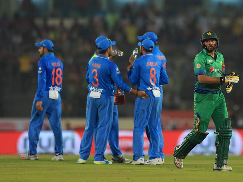Pakistan captain Shahid Afridi walks off after being run out by Ravindra Jadeja.  (AFP Photo)