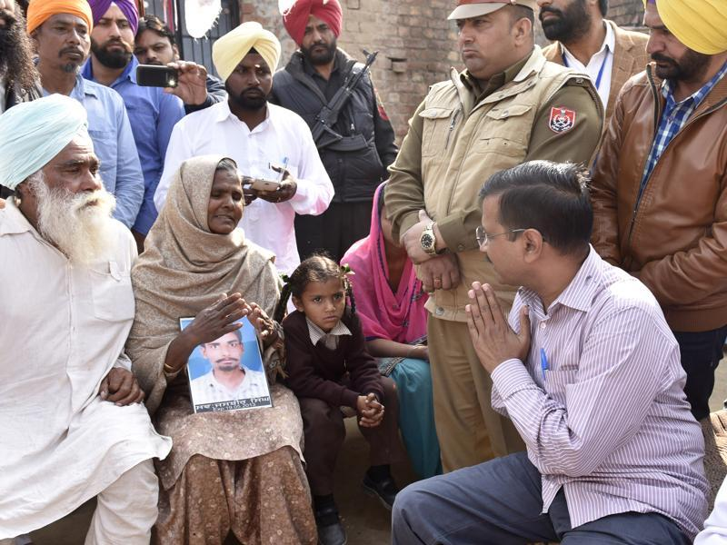 Arvind Kejriwal along with AAP leaders interacting with family members of a  drug addict at  Harike  village of  Tarn Taran district on Saturday.  (Gurpreet Singh/HT)