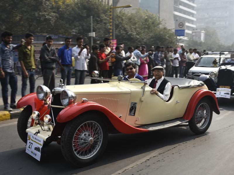These cars did pull a a lot of crowd as participants enjoy a ride during the  50th Statesman Vintage Car Rally 2016. (Ravi Choudhary/HT Photo)