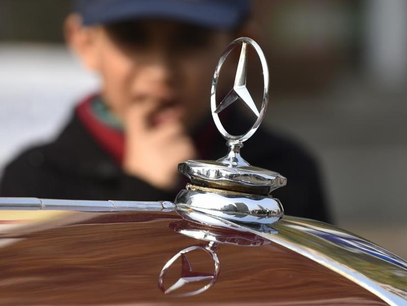 A Mercedes parked at Barakhamba road waiting to be driven during the  50th Statesman Vintage Car Rally 2016 (Ravi Choudhary/HT Photo)