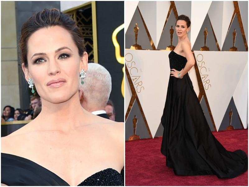 Jennifer Garner gets her elegant game on in his black gown. Something like Angelina Jolie wore a few years ago with that emerald earring. (Agencies)