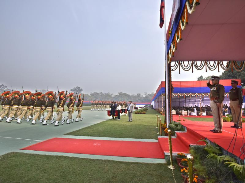 Delhi Police commissioner BS Bassi salutes the guards during his farewell parade at Parade Ground. (Arun Sharma/HT Photo)