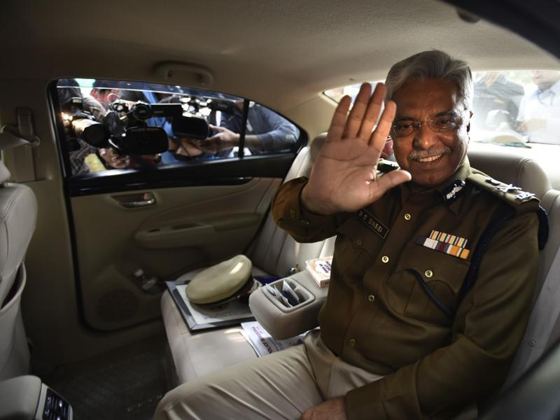 Bassi leaves the police headquarters with the entire top brass bidding him farewell. (Arun Sharma/HT Photo)