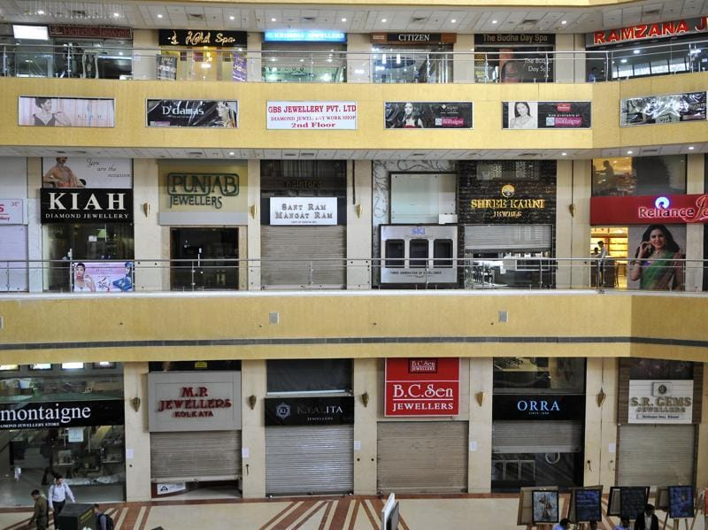 At Gold Souk Mall in Gurgaon, customers found jewellery shops shut for the strike.  Jewellers say the planned tax will damage growth as it will make certain purchases more expensive for buyers. (Abhinav Saha/HT Photo)