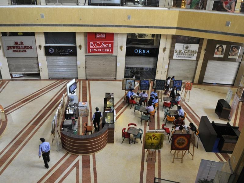 Closed shops at Gold Souk Mall. Jewellers hope their shutdown, which runs until Friday, will be as successful as a three-week nationwide strike in 2012, which forced the UPA government to drop its plans for an excise tax. (Abhinav Saha/HT Photo)