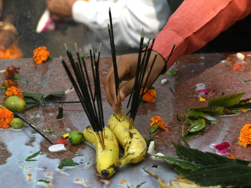 Devotees burn incense, marking the hopes of attaining great wealth. (Vipin Kumar/HT Photo)