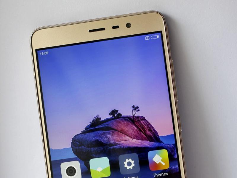 The Redmi Note 3 is all about performance with a 5.5-inch full HD Sunlight Display, Snapdragon 650 processor, up to 3GB RAM and 32 GB internal storage.  (Hindustan Times/sanchit khanna)